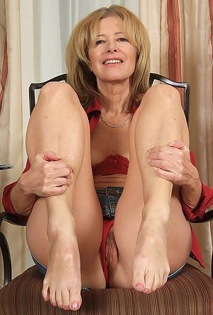 British milf anna shows off her perfect blowjob skills 9